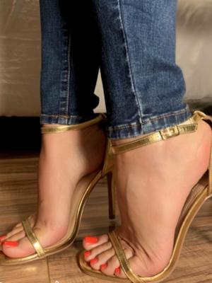 Escort girls with pretty feet